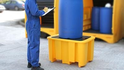 single dum spill pallet with large oil drum on it