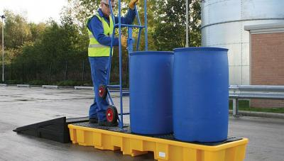 modular ramp in use with 4 drum inline spill pallet